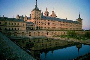 修道院。写真はWikipediaより拝借。