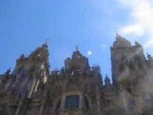 輝く青空と大聖堂。