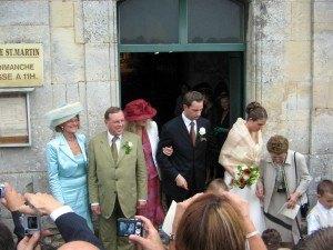 新郎新婦の両親。ドレスに合わせて帽子もコーディネート。