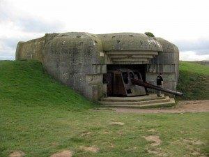 ドイツ側の要塞の一つ。これで浜辺に上陸する兵士を四方八方から攻撃したわけです。