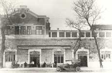 20世紀初頭の建物の外観。