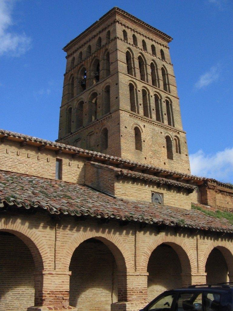村にあるサン・ロレンソ教会。