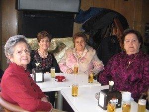 村のおばあちゃん達の集まり。結構ごてごて感のある格好が好きみたいです。