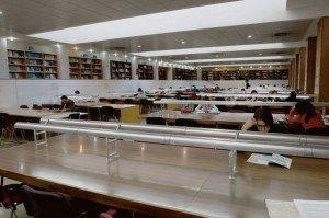 法学部図書館の様子。
