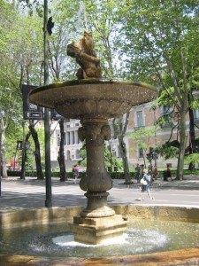 プラド美術館近くの噴水。