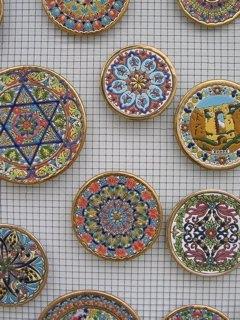 幾何学模様はイスラムの影響、風景はキリスト教の影響だそうです。