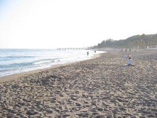 近くのビーチ。夜9時でも明るいです。