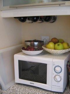 我が家のフルーツとワイン達。ワインラックはもっとほしいですねぇ。