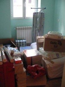 まだ荷物だらけの部屋。