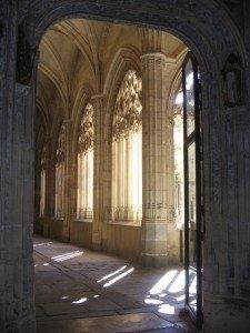 大聖堂内部。自然光の入り方が美しいです。
