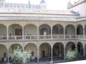 昔は病院だった建物。内部はやはりムデハル様式。