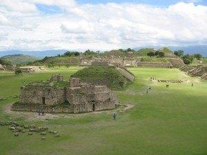 モンタルバンにあるインディオ(サポテカ族)の遺跡。