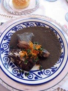 モレ(mole)というカカオのソースをかけた鶏肉料理。
