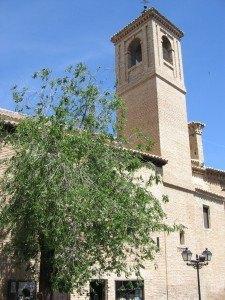 Iglesia de San Vicente。外観は普通の教会です。