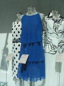 スペインのブティックで見つけた洋服。色と言い光の当たり方と言い、スペインっていう感じですね。