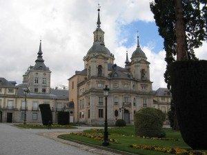 王宮への入口。華麗な建物です。
