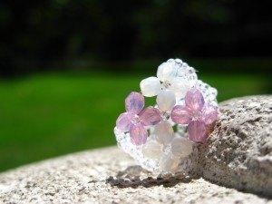 花のモチーフのリングを作りました。スペインの陽射しに映えます。