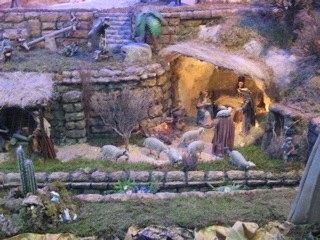 ヨセフとマリアが見えます。