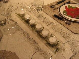 Marbellaでのテーブルセッティング。筒の中にはガラスビーズを数珠つなぎにしたものが入っています。