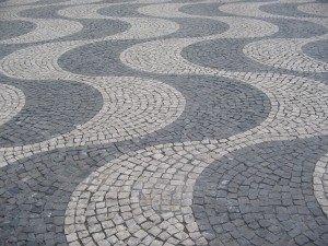 石の舗装には色々な種類がありますが、その模様は場所によって様々。芸術品としか言いようがありません。