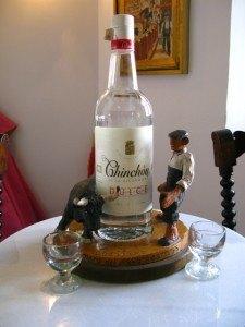 このアニス酒の名前はもちろん「チンチョン」!