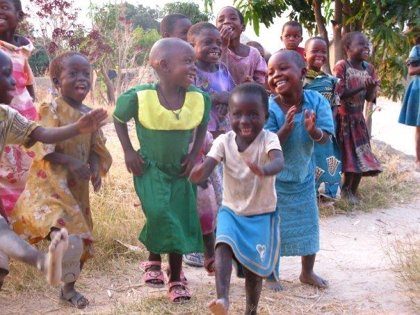 Ihanzutwaで。子供達のダンスは本当に上手でした!
