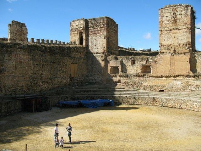 お城の様子。今は廃墟と化していますが、この大きさは圧巻です。