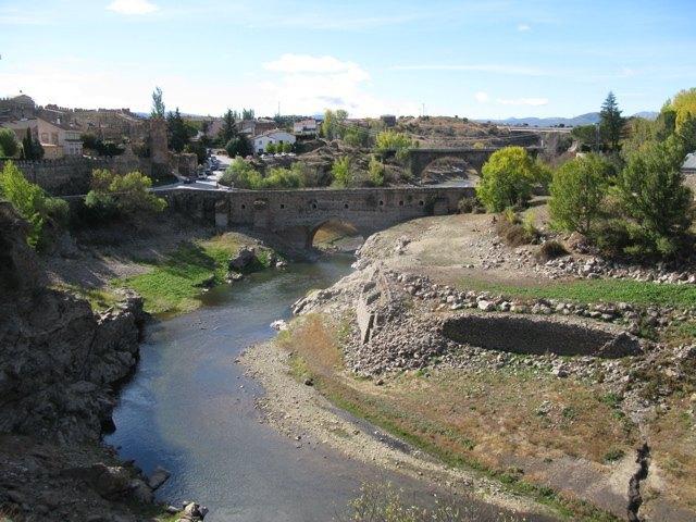 村の周りを流れる川。気持ちの良い日でした。
