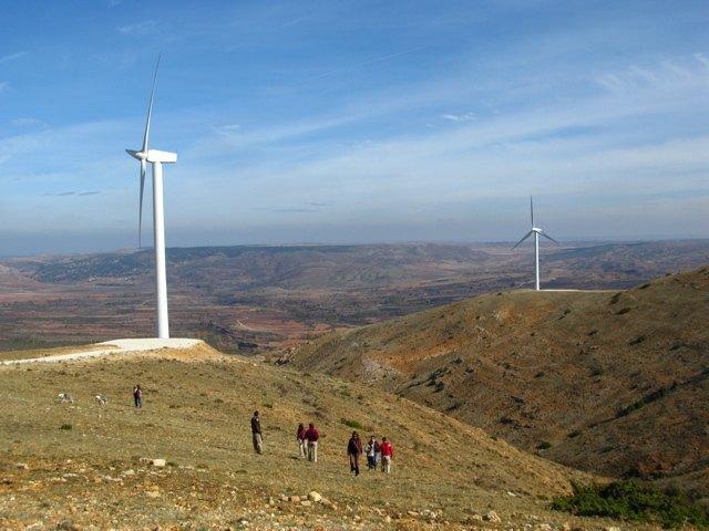風車の大きさが分かるでしょうか?本当に巨大なんです!