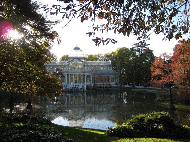 Retiro公園の中のPalacio de Cristal