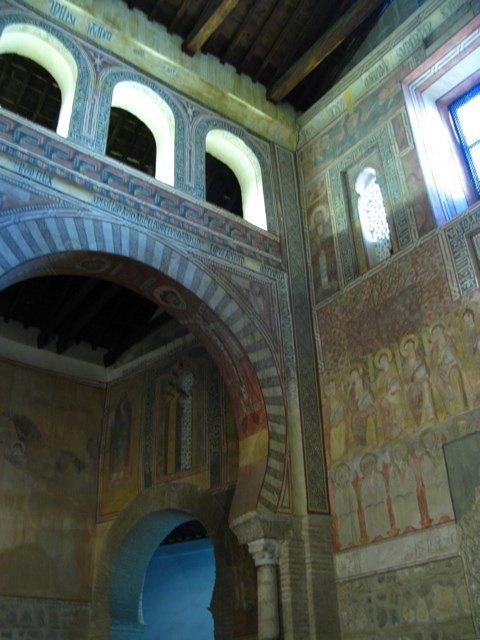 アンダルシア地方のモスクを彷彿とさせます。