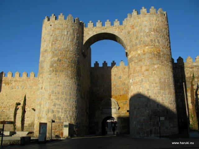 アビラの城壁にある門。アルカサル門という名前から、イスラム教徒の影響があったことが伺えます。