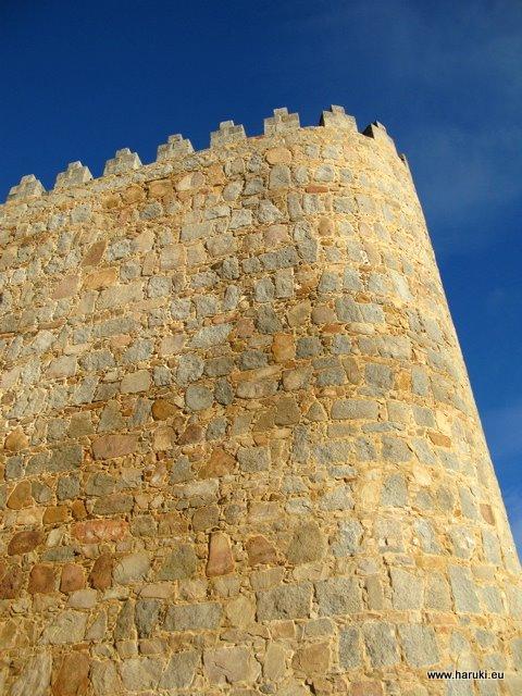 清々しい青い空とAvilaの城壁