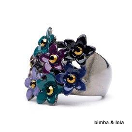 この渋目の色で可愛いお花のデザイン!バランスがgoodです。