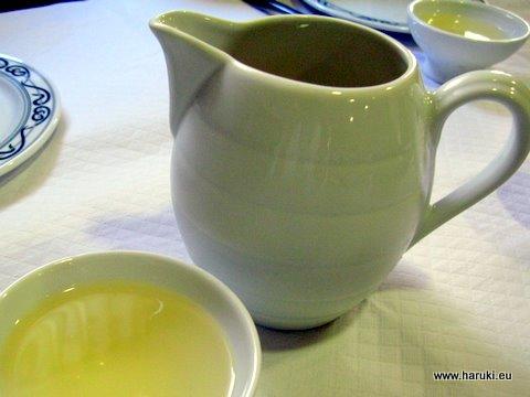 Ribeiroは絶品!ガリシアではお神酒を飲むような杯で白ワインをいただきます。