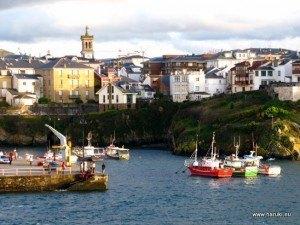 Tapia de Casariegoの港。