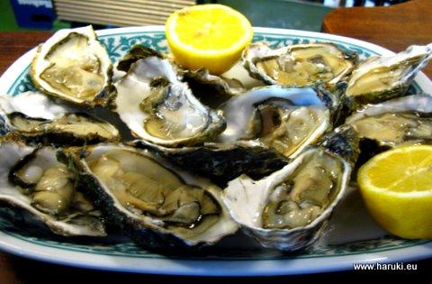 生牡蠣の美味しかったこと!これはフランスの牡蠣を現地で養殖したものだとか。