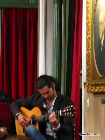 本当にギターが上手でした。今度は彼の演奏会にも行ってみたいです。
