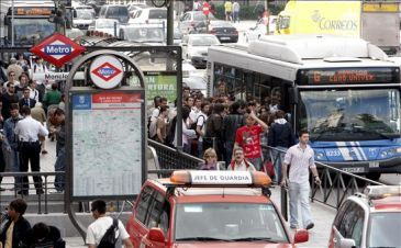 バスは満員!(現地紙ABCより。)