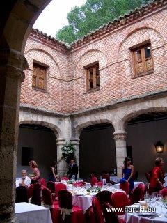 宮殿の中庭でディナー。オープンになっていて、とても気持ちの良い場所でした。