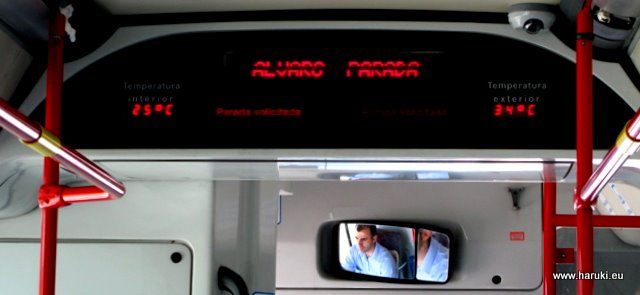 マドリッドは夜でも30度を超えています。バスの中の温度計に注目。
