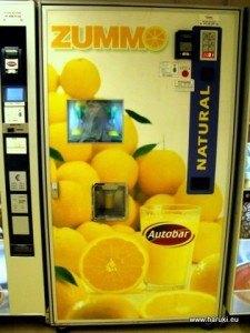 オレンジジュース用自販機。