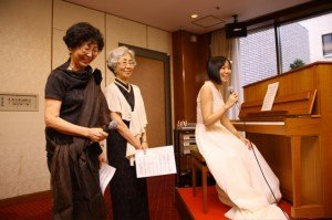 叔母二人の歌。伴奏の練習をせず、当日いきなり合わせましたが何とかなりました。ホッ。