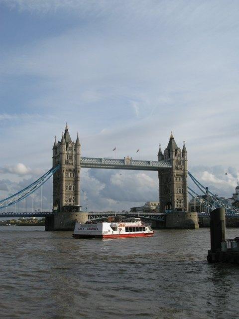 どこも絵になるロンドン。穏やかな秋の一日。