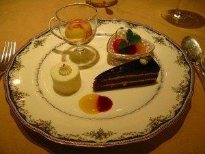 普段は楽しみなデザートですが、日本で友人と会う代わりに試食というのはなかなか・・・!