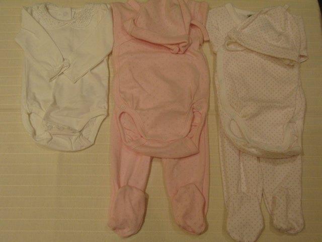 新生児用の服。セットになっていて使いやすそうです。