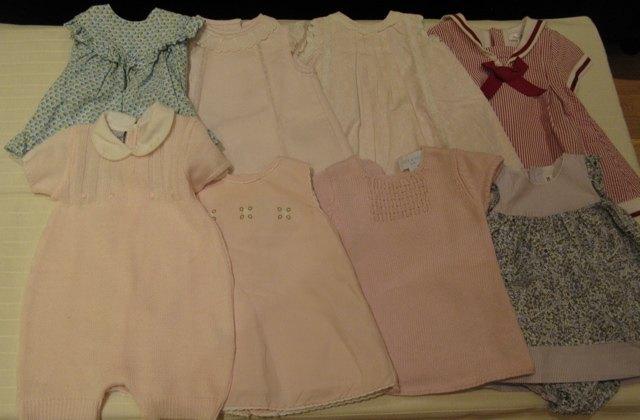 夫の同僚からのドレスの数々。やっぱり大半は薄ピンクなのがスペインらしいです。