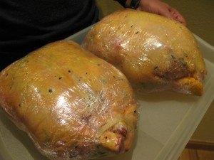 こんなに大きな鶏肉はなかなか食べないですね。去勢して太らせた鶏で、スペイン語ではcapónと呼ばれます。