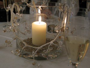 テーブルのデコレーション。やはり、シンプルで温かみがあるものが食事の席には似合います。