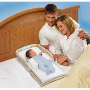 ベッドで赤ちゃんのスペースを確保する為に、こんなものも使われます。ちょっと大げさな気もしますが・・・。
